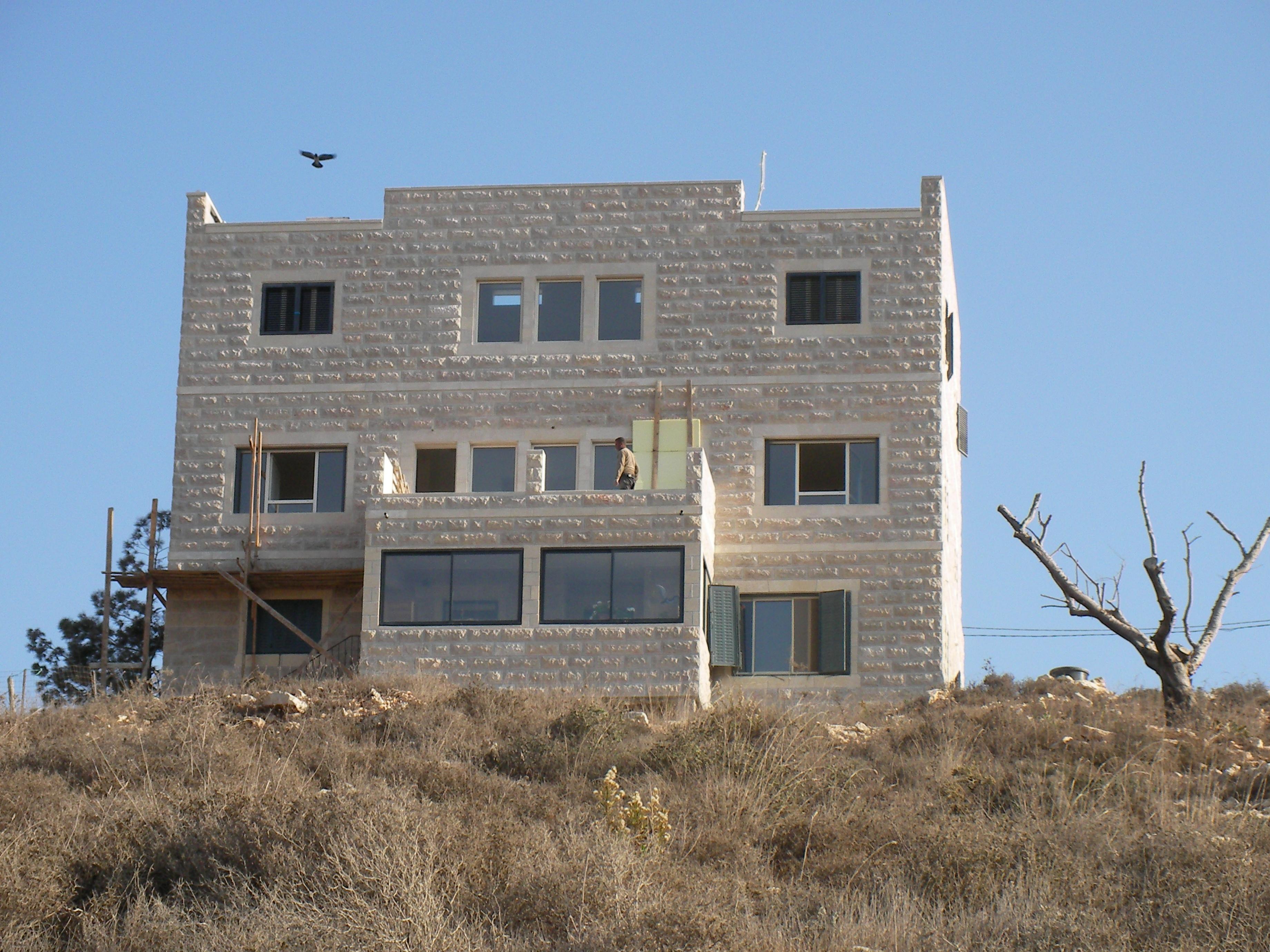 מבנה קבע במאחז הלא חוקי דרך האבות, אזור בית לחם
